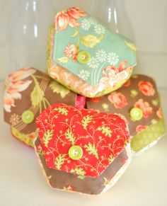 """""""Hexies"""" mini pouch pattern from Fig Tree Quilts: These are officially the most darling things I've ever seen. <3"""