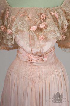 Abendkleid Bohlen-Halbach Detail Mo 2006-298