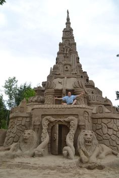 Sand Art - Man of his own castle