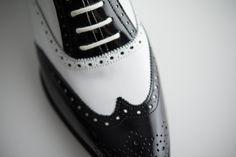¡El blanco y negro nunca pasará de moda! #style #newcollection #spring #robertoley #shoesforwomen #shoes