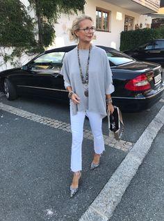 fashion over 40 over 50 style Mature Fashion, 50 Fashion, Look Fashion, Fashion Trends, Fashion Clothes, Stylish Clothes, Casual Clothes, Petite Fashion, Work Clothes