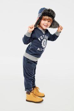 Toddler boys' fashion | Kids' clothes | Graphic sweatshirt | Sweatpants | Trapper hat | Boots | The Children's Place