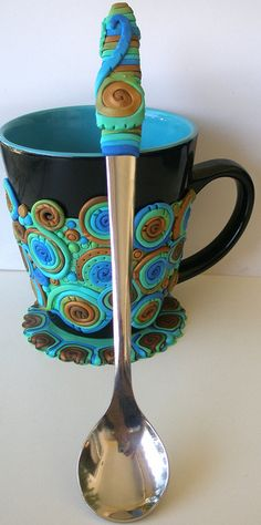 Fimo clay Peacock mug Fimo Polymer Clay, Polymer Clay Projects, Polymer Clay Creations, Polymer Clay Jewelry, Clay Mugs, Clay Tutorials, Paper Clay, Bunt, Diy Crafts