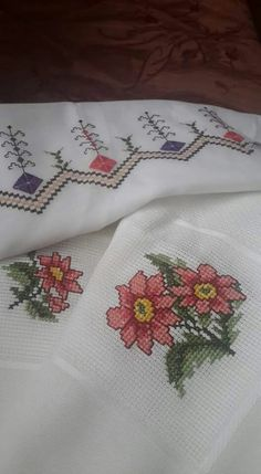ponto reto - toalhabordado bargello o florentino ile ilgili görsel sonucu Cross Stitch Charts, Cross Stitch Designs, Bargello, Knitting Needles, Handicraft, Embroidery Stitches, Needlepoint, Diy And Crafts, Crochet