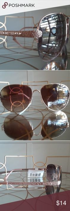 NWT! Rocawear Rose Gold Rimless Aviator Glasses Stylish & chic, these rose gold aviator glasses by Southpole are gorgeous!  NWT and in perfect condition.  Final price unless bundled with another item for extra savings Rocawear Accessories Sunglasses
