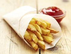 Seguramente alguna vez te has preguntado si era posible reducir el consumo de calorías a la hora de comer apostando por otras formas de cocinar diferentes a las de freír.Pero claro, el dilema con las patatas es que nunca están tan buenas como cuando se fríen. Hoy vamos a demostrarte que hay más formas de hac
