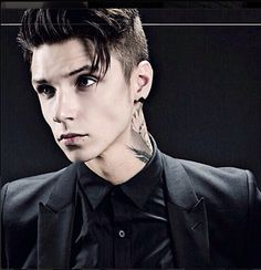Andy Biersack- black veil brides... Sexy and he can SING...