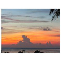 【_erip_】さんのInstagramをピンしています。 《🌴 この☁‼ この形‼ 大好きw また見たいなぁーゆっくりとー🌏 ›› #沖縄#海#空#雲#夕方#夕暮れ#グラデーション#パームツリー#ブルー#オレンジ#綺麗#景色#癒し#大好き#夏 #okinawa#japan#sea#sky#cloud#sunset#evening#blue#orange#beautiful#view#healing#natura#goodtime#happy》