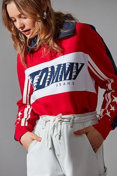 Find our collection of women's sweatshirts varying from crooped hoodies to crew neck sweatshirts. Also find your favorite brands with Champion hoodies and favorite shows with our Friends sweatshirt! Tommy Jeans Sweatshirt, Sweater Hoodie, Tees For Women, Sweaters For Women, Clothes For Women, Half Zip Sweaters, Lady, Cool Outfits, Sweatshirts
