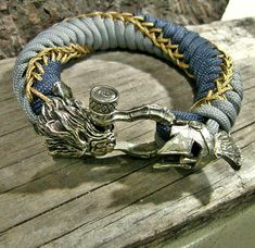 Spartan x Werwolf Paracord Armband Paracord Braids, Paracord Knots, Paracord Bracelets, Bracelets For Men, Paracord Keychain, Bracelet Sizes, Bracelet Patterns, Bracelet Designs, Moda Geek