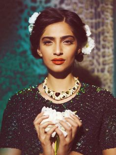 Aaina - Bridal Beauty and Style: Sunday Afternoon Pretty: Artfully Inspired Bollywood Celebrities, Bollywood Fashion, Bollywood Actress, Bollywood Style, Sonam Kapoor, Beautiful People, Most Beautiful, Beautiful Women, Hello Gorgeous