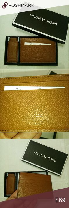 NWT authentic Michael kors gift set Brand new with tags and box gift set card holder and money clip. Great for gift Michael Kors Bags Wallets