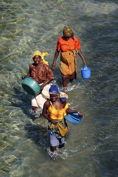 Mozambican women - Ilha de Mocambique, Nampula