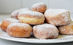 Romanian Food, Sweets Recipes, Doughnuts, Deserts, Brunch, Food And Drink, Yummy Food, Bread, Candy