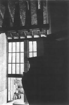 Vista de las ventanas de la estancia, Casa habitacion, (desconocida Dirección), México DF 1966  Arq. José Antonio Priani Piña -   View of the living room windows, Private house, (address unknown), Mexico CIty 1966