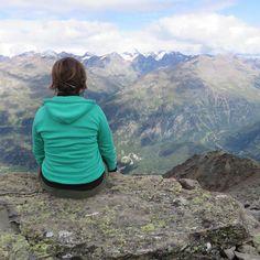 Pause before the descent #views #mountains #sölden #soelden #tirol #tyrol #oetztal #ötztal @visittirol @soelden.official @oetztal.official @oetztal