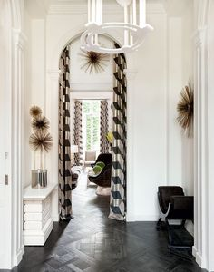 The entry in a historic apartment designed by François Catroux with a fresh mix of modern and traditional elements on @thouswellblog.