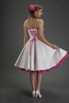 A-Linie Brautkleid elfenbeinfarben mit  Petticoat in Pink, ganz bezaubernd von SETRINO® Couture aus Berlin.