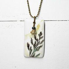 Esprit botanique - collier pendentif rectangle herbe sauvage - pâte polymère, verre de bohême et chaîne métal bronze -