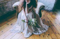 PRANCHRIS: Μάρω Βαμβουνάκη: Είναι άγριο πράγμα ο γάμος… Industrial Chic, Wedding Images, Fashion Story, Dress Suits, Bridal Hair Accessories, Flower Dresses, Photos Of Women, Bridal Style, Wedding Gowns