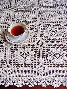 Launching the business of interior design guide - Crochet Filet - My Recommendations Crochet Tablecloth Pattern, Crochet Bedspread Pattern, Crochet Doily Diagram, Crochet Motif Patterns, Filet Crochet Charts, Granny Square Crochet Pattern, Crochet Squares, Crochet Designs, Crochet Doilies