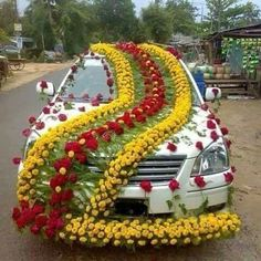Wedding car decoration ideas with yellow flowers, jewelry wedding jaguar . - Wedding car decoration ideas with yellow flowers, jewelry . - My Website 2020 Wedding Car Decorations, Flower Decorations, Diwali Decorations, Wedding Car Ribbon, Wedding Cars, Wedding Stage, Home Design, Jaguar, Janmashtami Decoration