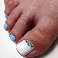 White-Blue-Rhinestone Toe NailArt