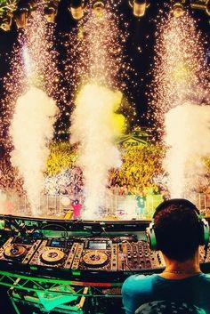 Sweet stage, lighting and sound at Tiesto show, EDC 2013
