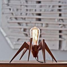 Luminária em formato de inseto. #bug #lamp #light #luminária