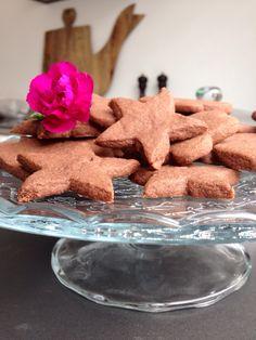 Chocolade zand deeg koekjes: 100 gr witte basterdsuiker 200 gr roomboter 300 gr bloem Beetje cacao 15 minuten in de over op 160 graden