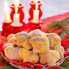 Luftiga julkringlor. Vegan Christmas, Christmas Love, Christmas Baking, All Things Christmas, Christmas Recipes, Swedish Recipes, Fika, Candy Recipes, Holidays And Events