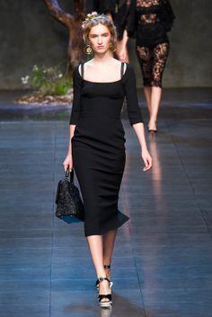 SHOP THE LOOK: Little black dress Une petite robe noire. Parce qu'on a toujours besoin d'une petite robe noire. Mais nouvelle longueur, pour affiner la silhouette.