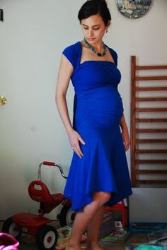 DIY Infinity Maternity Dress. I love that the bodice is more fitted in this dress. Most other DIY infinity dress tutorials make women look incredibly frumpy.