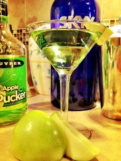apple martini, girly drink, green brink, apple cocktails, recipe