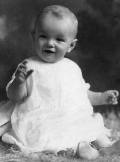 Talentosa, bela e inesquecível, Marilyn Monroe ainda é um ícone presente em nossa cultura, e conhecer a vida dela antes da fama é algo que você poderá fazer com as fotos a seguir