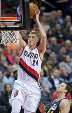 Mason Plumlee, Portland Trail Blazers: Plumlee thrived as a backup center for two seasons for the Nets, limited mostly to a role of running towards the rim and finding ways to dunk basketballs through hoops. After the Nets dealt him on draft night, Plumlee said he was excited to explore the other facets of his game, particularly his passing. It's worked out for him: Plumlee's averaging nearly three assists per game with the Trail Blazers, more than triple what he averaged in either season… Houston Basketball, College Basketball, Mason Plumlee, Portland Trailblazers, Trail Blazers, Sports Games, Nba Players, Best Player, I Love Books