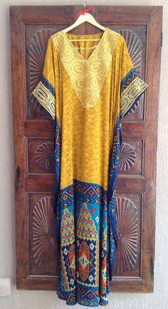Silk Ikat caftan with gold embroidery www.etsy.com/shop/ArabianThreads Abaya Fashion, Muslim Fashion, Modest Fashion, Kaftan Style, Caftan Dress, Silk Kaftan, Kaftan Designs, Senegalese Styles, Chic Outfits