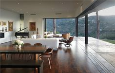 10 Breathtaking Living Rooms with Modern Design