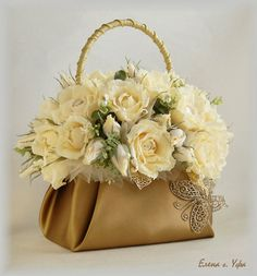 1 million+ Stunning Free Images to Use Anywhere Basket Flower Arrangements, Creative Flower Arrangements, Floral Arrangements, Flower Bag, Flower Boxes, Flower Basket, Deco Floral, Floral Design, Silk Flowers