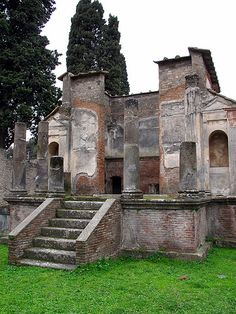 Pompeii, Italy: Temple of Isis. The Cult of Isis was a mystery religion in Rome. The temple was walled off and only initiates were allowed inside. The rituals and ceremonies that took place inside are unknown. Ancient Pompeii, Pompeii Ruins, Pompeii Italy, Pompeii And Herculaneum, Ancient Ruins, Ancient History, Monuments, Art Romain, Roman City