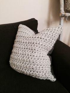 DIY: crocheted pillow