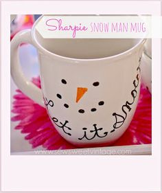 how to make a DIY sharpie snowman mug by Sew Sweet Vintage ~ shared at Brag About It Link Party on (Monday's at Midnight). Diy Christmas Mugs, Christmas Projects, Holiday Crafts, Christmas Hamper, Christmas 2019, Kids Christmas, Merry Christmas, Christmas Decorations, Holiday Decor