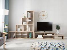 Dieser TV-Tisch bietet mit seinen länglichen, geräumigen Fächern ausreichend Platz für einen Fernseher, weitere Mediengeräte, Dekorationsartikel, Bücher und vieles mehr. Das Lowboard kann nach Belieben dekoriert werden und ist aus hochwertigem, pflegeleichtem Material. Mit diesem Möbelstück bekommt Ihr Raum ein funktionales und modernes Wohnaccessoire. Tv Stand Light Wood, Traditional Cabinets, Chaise Bar, Minimalist Interior, Engineered Wood, Furniture Deals, Retro, Storage Spaces, Modern Design
