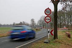 Tempo 50, obwohl niemand buddelt: Baustelle an der K114 zwischen Altwarmbüchen und Isernhagen K.B.