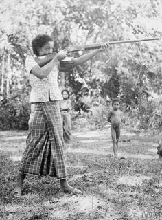 """Women Home Guards, Malaya Women in the village of Kubang Tiga in Perlis, five miles from the Siamese border, have volunteered to join the local Home Guard. Three have been taken """"on trial"""". Old Pictures, Old Photos, Malayan Emergency, Home Guard, Vintage Photos Women, Vietnam War Photos, Shield Maiden, Traditional Art, Picture Show"""