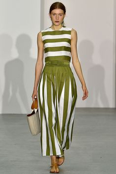 See all the Collection photos from Jasper Conran Spring/Summer 2017 Ready-To-Wear now on British Vogue Fashion 2017, Look Fashion, Fashion Show, Womens Fashion, Fashion Design, Vogue Fashion, Casual Dresses, Fashion Dresses, Summer Dresses