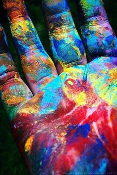 rainbow colours ✿ An artist's hands. World Of Color, Color Of Life, Over The Rainbow, Rainbow Colors, Rainbow Art, All The Colors, True Colors, Happy Colors, Beautiful Images
