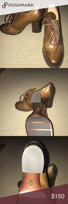 Frye heeled oxfords Never worn! Frye heeled oxfords Frye Shoes Heels