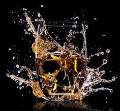 Whisky: König der gebrannten Wasser!  Warum gilt der Whisky als der König unter den edlen Tropfen? Es gibt kein anderes Destillat, welches eine so grosse Bandbreite an verschiedenen Aromen bietet. Von Land zu Land und von Region zu Region sind die Whiskys sehr unterschiedlich.   http://whiskytime.ch/index.php/whisky-koenig-der-gebrannten-wasser/?lang=de