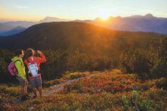 Heute ist der längste Tag des Jahres – Zu diesem Anlass gibt es im Salzburger Land vielerorts Sonnwendfeuer auf Berggipfeln, Wiesen oder an der Salzach. Nach einem konstruktiven Meeting oder Event die perfekte Incentive-Idee, um auszuspannen und den Tag ausklingen zu lassen! #meetSalzburg #MoreThanMeetings #EventProfs Seen, Mountains, Nature, Travel, Castles, Naturaleza, Viajes, Destinations, Traveling